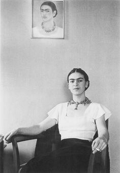 Frida Kahlo and Diego Rivera: 8 Photos of Their Colorful Love Story Diego Rivera Frida Kahlo, Frida And Diego, Black And White Portraits, Black White Photos, Victoria And Albert Museum, White Photography, Portrait Photography, People Photography, Photography Magazine