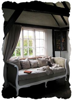painted antique daybed. I WANT one of these sooooo bad!