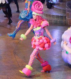 キセキの森 光満ちて   #かわいいハート  #ハーツ #ピューロアンバサダー  #miraclegiftparade #ミラクルギフトパレード #puroland #ピューロランド #ピューロランドダンサー  #ピューロダンサー   #kawaii #冬ピューロ  #puro25th #戸高明友美 さん  撮影:2016.11.12 Broadway Costumes, Theatre Costumes, Disney Costumes, Costume Bonbon, Costume Carnaval, Candy Costumes, Cosplay Costumes, Halloween Costumes, Foam Wigs