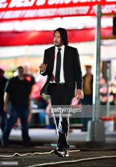 Keanu Reeves seen on location for 'John Wick in Brooklyn on July 14 2018 in New York City Keanu Reeves John Wick, Keanu Charles Reeves, John Wick Movie, Keanu Reaves, The Boy Next Door, Baba Yaga, Most Beautiful Man, Bruce Lee, Man Alive
