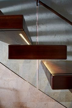 Light for wooden stairs / great idea