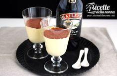 """Una crema al Baileys' servita in coppette con un po' di cacao in superficie, ma adatta anche per farcire bignè e torte """"adulte""""."""
