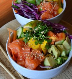 The brand new hype across the Poke Bowl. Learn right here what a Poke Bowl is and Fish Recipes, Meat Recipes, Seafood Recipes, Asian Recipes, Dinner Recipes, Cooking Recipes, Healthy Recipes, Sushi Comida, Sushi Sushi