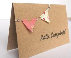 Coloque la tarjeta de boda / tarjetas de Escort - Vintage rústico mini banderines en tarjeta Kraft reciclado