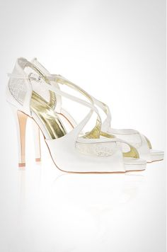 Created with french chantilly lace, the Maria Ivory wedding shoe by Freya Rose showcases beautiful cross over straps.