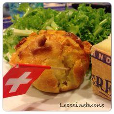 Muffin con formaggio le Gruyere e salamino piccante https://lecosinebuone.wordpress.com/2014/10/29/muffin-con-le-gruyere-dop-e-salamino-piccante/