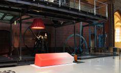 Scénographie de l'exposition se déroulant au Musée des Arts et Métiers du 4 juin au 16 juin 2013. Présentation de la suspension et du lampadaire Maria by Arro Studio