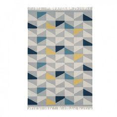 alfombra con estampado de figuras geométricas