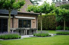 In this new book, garden and landscape architects and garden design agencies sho&