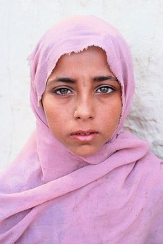 Wanderlust: The world through rose-colored glasses Kids Around The World, People Around The World, Around The Worlds, Beautiful People, Beautiful Pictures, Greek Tragedy, Afghan Girl, Pakistan, Rose Colored Glasses