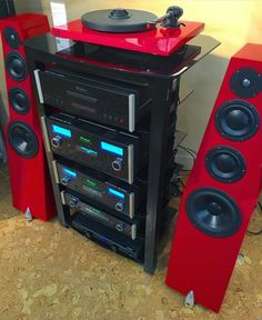 Oracle Paris Mk V turntable, Totem Acoustic Wind Design speakers with a McIntoshlabs MCT450, AC6700, MA5200 and D150. High end audio audiophile