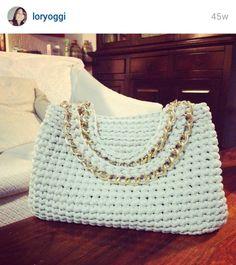 Ivory small bag Little gold chain bag Small by MariliartbyM - Salvabrani Crochet Tote, Crochet Handbags, Crochet Purses, Knit Crochet, Handmade Handbags, Handmade Bags, Beginner Crochet Tutorial, Yarn Bag, Summer Purses