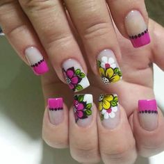 78 modelos de uñas decoradas con flores - e-Consejos Flower Nail Designs, Simple Nail Art Designs, Beautiful Nail Designs, Cute Nail Designs, French Tip Nails, Cute Nail Art, Nagel Gel, Acrylic Nail Art, Flower Nails