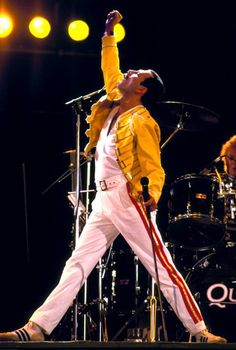 """freddie mercury singer of the band """"Queen"""" John Deacon, Queen Freddie Mercury, Freddie Mercuri, El Rock And Roll, A Kind Of Magic, We Will Rock You, British Rock, Queen Band, Queen Queen"""