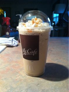 O yes you read that right! :) A homemade McDonalds frappe recipe that actually tastes like the real thing! :) Just loo. Frappe Recipe Mcdonalds, Mcdonalds Caramel Frappe, Caramel Frappe Recipe, Mcdonalds Coffee, Mocha Recipe, Carmel Frappe, Carmel Coffee, Smoothies, Smoothie Drinks