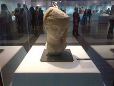 cabeza de mujer velada: demeter Lion Sculpture, Statue, Decor, Art, Exhibitions, Museums, Sculpture, Greek Mythology, Serif