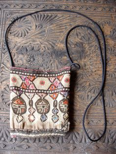 Rajasthani Indian purse small bag or passport bag by HilarysBazaar Hippie Chic, Hippie Style, Boho Chic, My Style, New Balenciaga, Ethnic Bag, Boho Bags, Clutch, Little Bag