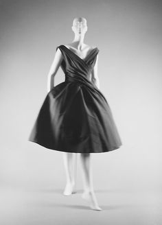 Delicious Dior (fall/winter 1957/58). I think a visit to the Metropolitan Museum of Art is in order!
