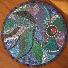 stepping stone DIY so cool! I wonder if I could do this for a table top? Mosaic Stepping Stones, Pebble Mosaic, Mosaic Glass, Mosaic Tiles, Easy Mosaic, Mosaic Bathroom, Mosaic Backsplash, Blue Mosaic, Stone Mosaic