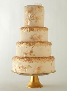 ❥ Sweet gold dogwood flower details on this lovely cake via Brides