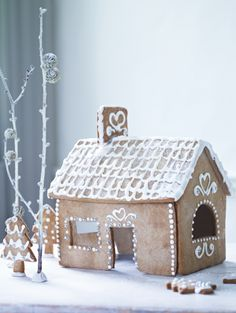 Would love to bake this Gingerbread House with my little girl during the Christmas holidays! Christmas Gingerbread House, Noel Christmas, Christmas Baking, All Things Christmas, Christmas And New Year, Winter Christmas, Christmas Crafts, Christmas Decorations, Gingerbread Houses