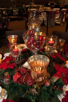 Thinking about easy and cheap christmas centerpiece ideas that you can do by yourself? Look here for some of the easiest Christmas centerpiece ideas. Elegant Christmas Centerpieces, Christmas Candle Decorations, White Christmas Ornaments, Winter Centerpieces, Cheap Christmas Gifts, Glass Centerpieces, Christmas Arrangements, Simple Christmas, Centerpiece Ideas
