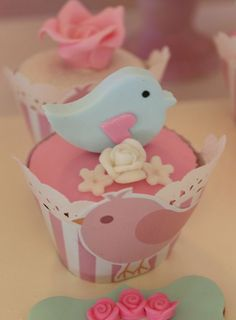 Little Birds Cupcakes Violeta Glace Fondant Cupcakes, Cute Cupcakes, Baby Shower Cupcakes, Cupcake Party, Bird Birthday Parties, Baby Birthday, Bird Party, Beautiful Cupcakes, Baptism Party
