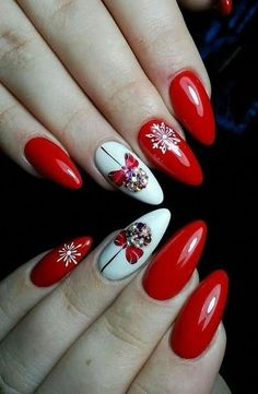Winter nails with snowflake; red and white christmas nails; cute and unique christmas nails Xmas Nails, Holiday Nails, Red Nails, Red Christmas Nails, Nail Pink, Orange Nail, Nail Art Mignon, Red And White Nails, Nail Art Noel