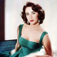 We Can't Stop Watching This Rare Video Of Elizabeth Taylor Doing Her Makeup