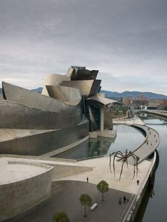 Guggenheim Museum is a museum of modern and contemporary art, designed by Canadian-American architect Frank Gehry, located in Bilbao, Spain. Frank Gehry, Famous Buildings, Amazing Buildings, Zaha Hadid, Museu Guggenheim Bilbao, Architecture Unique, Chinese Architecture, Architecture Office, Futuristic Architecture