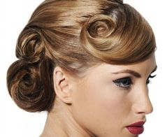Love a 40's hairstyle <3