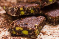 Chocolate granola bars with pistachios cranberries tahini and pumpkin seeds. A healthy delicious and easy snack! (in Greek/English) Healthy School Snacks, Easy Snacks, Healthy Desserts, Chocolate Cereal, Chocolate Granola, Best Granola, Granola Bars, American Desserts, Cereal Bars