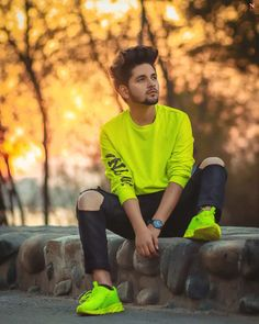 Hello Guys If You Looking So In This Post I Am Provide You Lot Of Pose Ideas,Friends, in today's time, many people share their photos on social media and keep searching for ideas for their photo pose, so today I have brought a for all of you.