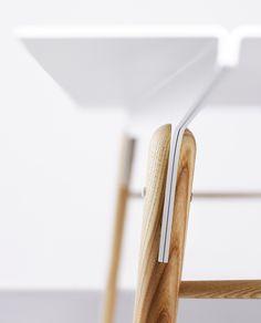 Thirteen wood table | Fit + bolt