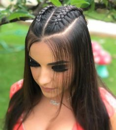 Stunning Prom Hairstyles Half Up Half Down Looking for Hair Prom Inspo? Get prepared for prom season by checking out some of our favorite half up half down prom hairstyles for all hair lengths & textures Long Thin Hair, Braids For Long Hair, Medium Hair Styles, Curly Hair Styles, Natural Hair Styles, Hair Styles For Prom, Baddie Hairstyles, Cool Hairstyles, Half Braided Hairstyles
