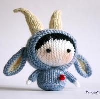 Knitting: Blue Goat Doll Tanoshi series toy.