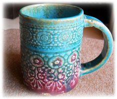 Bir güzel turkuaz mor tatlı dantel künye el yapımı seramik kupa