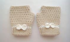 Crochet pattern for fingerless gloves