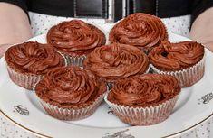 Recept på kladdiga chokladmuffins med smak av dammsugare och med läcker arrakssmörkräm på toppen.