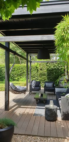Discover recipes, home ideas, style inspiration and other ideas to try. Veranda Design, Budget Patio, She Sheds, Garden Seating, Outdoor Living, Outdoor Decor, Backyard Patio, Plates On Wall, Home Deco