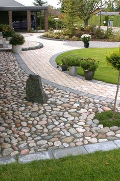 70 Magical Side Yard And Backyard Gravel Garden Design Ideas. If you are looking for 70 Magical Side Yard And Backyard Gravel Garden Design Ideas, You come to the right […]. Landscaping With Rocks, Front Yard Landscaping, Landscaping Ideas, Backyard Ideas, Acreage Landscaping, Walkway Ideas, Oasis Backyard, Inexpensive Landscaping, Landscaping Edging