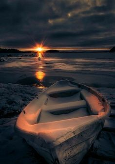 The most beautiful part of nature is the sunset & the sunrise. Check out these 50 most beautiful sunset and sunrise photography. The below pictures are for those who are very attached to the nature. Amazing Photography, Landscape Photography, Nature Photography, Sunrise Photography, Beautiful Sunset, Beautiful World, Pretty Pictures, Cool Photos, Winter Scenes