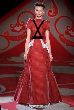 Ulyana Sergeenko - Haute Couture Fall Winter - Shows - Vogue. Mega Fashion, Fashion Week, Paris Fashion, Runway Fashion, Collection Couture, Fashion Show Collection, Vogue, Style Russe, Style Haute Couture