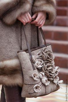 Magique.... - бежевый,сумка валяная,подарок женщине,авторская ручная работа