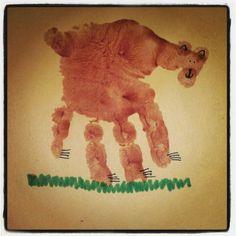 Brown bear hand print ! Preschool Class, Pre Kindergarten, Preschool Ideas, Daycare Crafts, Toddler Crafts, Crafts For Kids, Bear Crafts, Animal Crafts, Noah's Park