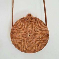 Handbags And Wallets - Sac rond en osier - How should we combine handbags and wallets? Round Straw Bag, Round Bag, My Bags, Purses And Bags, Bags Online Shopping, Basket Bag, Rattan Basket, Mini Handbags, Small Wallet