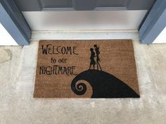 Welcome to Our Nightmare Grinch Christmas Decorations, Nightmare Before Christmas Decorations, Nightmare Before Christmas Halloween, Diy Halloween Decorations, Christmas Door, Christmas Crafts, Xmas, Halloween Lawn, Disney Home