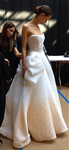 Monique Lhuillier bridal 2014 -- weird texture but kind of cool.and she is REALLY tall. Zuhair Murad, Yes To The Dress, Dress Up, Dress Beach, Gown Dress, Bridal Dresses, Wedding Gowns, Wedding Bride, Wedding Ceremony