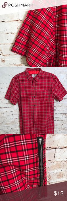 Men's on the byas Button Up Shirt does have zipper on the sides of it on the byas Shirts Casual Button Down Shirts