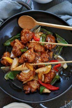 黒酢酢豚。 by 栁川かおり /  Nadia Home Recipes, Asian Recipes, Cooking Recipes, Ethnic Recipes, Cooking Pork, Japanese House, Japanese Food, How To Cook Pork, Kung Pao Chicken